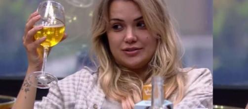 Marcela lamenta por não ter ido para o edredom com Daniel. (Reprodução/ TV Globo).