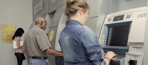 Segundo a Federação dos Bancos (Febraban), suas associadas não precisam avisar os clientes com antecedência. (Arquivo Blasting News).