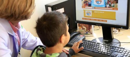 Aulas online diminuem a distância da escola no período de isolamento (Imagem: fotospublicas.com)