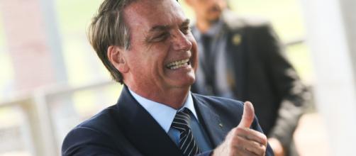 """""""Imprensa, pô, vocês estão aqui trabalhando. Tem que ficar em casa"""", ironizou Bolsonaro. (Arquivo Blasting News)"""