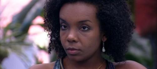 Líder do 'BBB20', Thelma conversa com sisters na cozinha. (Reprodução/TV Globo)