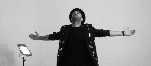 Pietro Napolano sul set del video di Relativo - Foto di Gaia Merolla.