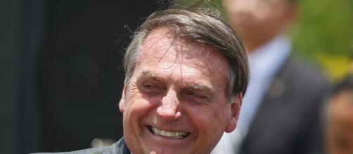 Bolsonaro declara que COVID-19 não passará em lotéricas devido ao vidro blindado. (Arquivo Blasting News)