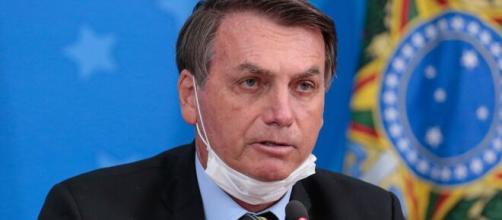 Coronavírus: Bolsonaro diz que o vírus não passa pelo vidro da lotérica, pois é blindado. (Arquivo Blasting News)
