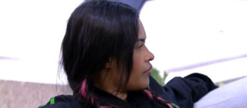 Flayslane grita com Gizelly na área externa. (Reprodução/TV Globo)