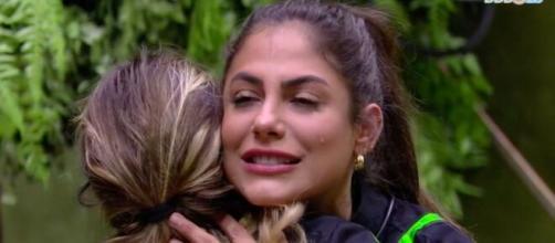 Gabi e Mari choram ao perder prova. (Reprodução/TV Globo)