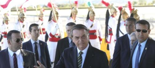 Repórter é hostilizada por Bolsonaro: 'Por quê? Vai dormir comigo?', responde o presidente. (Arquivo Blasting News)