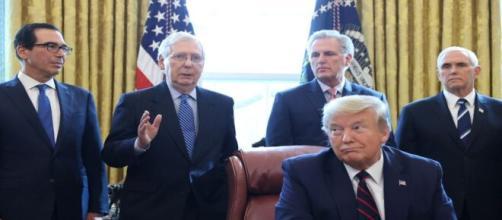 Donald Trump promulga pacote de US$ 2 trilhões por conta da pandemia. (Arquivo Blasting News)