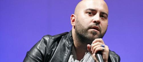 Giuliano Sangiorgi dei Negramaro, ospite in collegamento di Fazio.