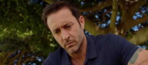 Steve contemplates life as he visits his father's grave and gets a puzzle from his mother on 'Hawaii Five-O.' [Image Source: SpoilerTV/YouTube]