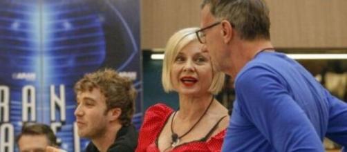Grande Fratello Vip 4, Michele Cucuzza difende Antonella Elia: 'Aggredisce per difendersi'.