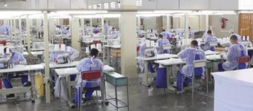Presos terão que produzir 30 mil máscaras por semana em decorrência do covid-19. (Arquivo Blasting News)