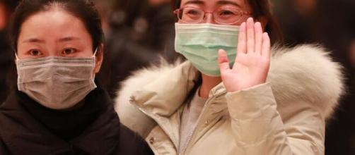 Coronavírus faz com que pessoas ao redor do mundo criem novas formas de se cumprimentar. (Arquivo Blasting News)