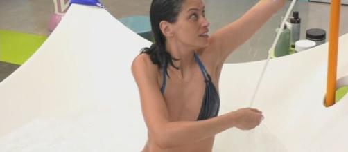 GFVip, Fernanda Lessa crolla e fa spaventare Paolo: 'Pensavo fossi uscita'.