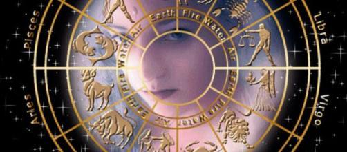 Previsioni astrali 14-15 marzo, ultimi 6 segni: Capricorno incerto, Bilancia distratta