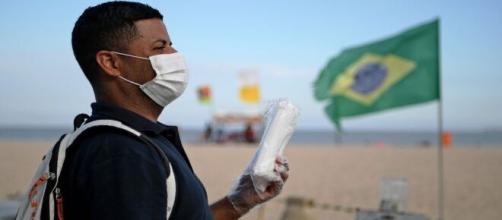 Brasil registra mortes diárias por coronavírus. (Arquivo Blasting News)