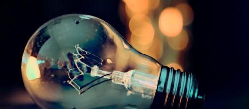 Come risparmiare luce e gas stando sempre in casa.