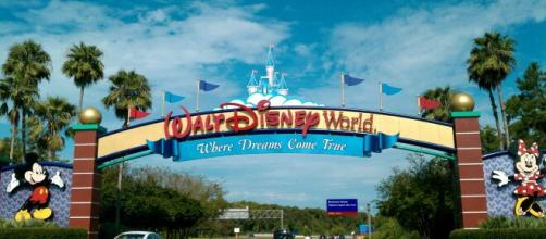 Disney closes its theme parks over coronavirus fears. [Image source/CBS Los Angeles YouTube video]