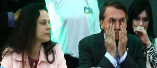Janaína Paschoal critica governo e diz que Bolsonaros são 'família de malucos''. (Arquivo Blasting News)