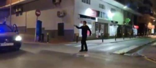 Los agentes de la policía han tenido diversas iniciativas para hacer más llevadera la cuarentena