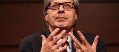 Vittorio Sgarbi chiede al Governo di mandare subito dei sussidi economici agli italiani in tempi di coronavirus.