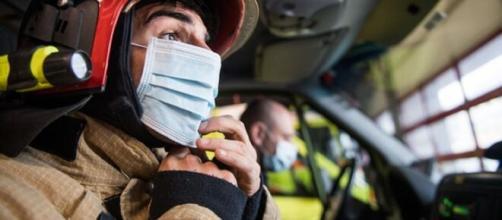Bombeiros recebem 30 mil unidades de equipamentos de protecção individual.