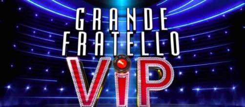 GF Vip 4: i concorrenti osservano il minuto di silenzio.