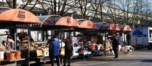 In Francia decisa la riapertura di alcuni mercati alimentari dopo il fermo a causa dell'emergenza Covid-19
