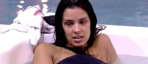 Ivy conversa com sisters na banheira de hidromassagem. (Reprodução/TV Globo)