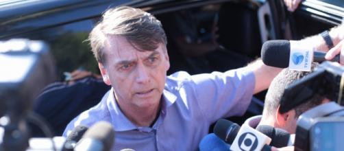 Jornalistas deixam entrevista com Bolsonaro. (Arquivo Blasting News)