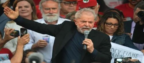 Lula cobra o governo de Bolsonaro medidas para liberar auxílio de R$ 600. (Arquivo Blasting News)