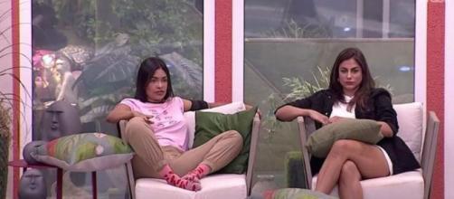 Mari conversa com Flayslane depois de jogo da discórdia. (Reprodução/TV Globo)