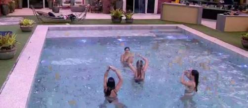 Sisters dançam na piscina. (Reprodução/TV Globo)