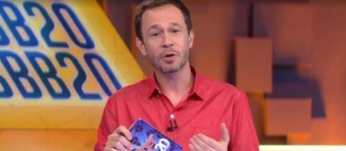 Tiago Leifert avisa que paredão chegou 550 milhões de votos. (Reprodução/TV Globo)