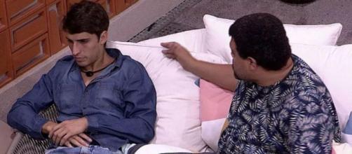 'BBB20': Felipe Prior se estranha com Babu. (Reprodução/TV Globo)