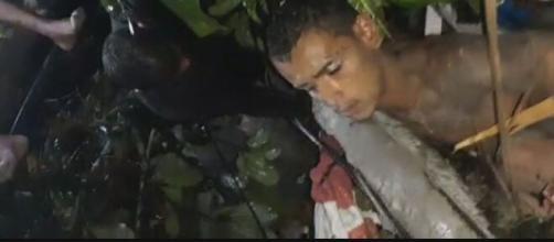 Homem foi retirado com vida dos escombros. (Reprodução/vídeo G1)