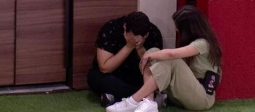 Victor Hugo chora e é consolado por Mari. (Reprodução/TV Globo)