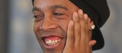 Após ser flagrado com suposto documento falso, Ronaldinho é detido na Paraguai. (Arquivo Blasting News)