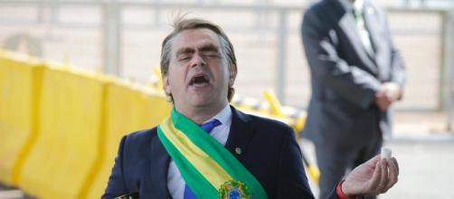 Carioca faz paródia de Jair Bolsonaro no Palácio da Alvorada. (Arquivo Blasting News)