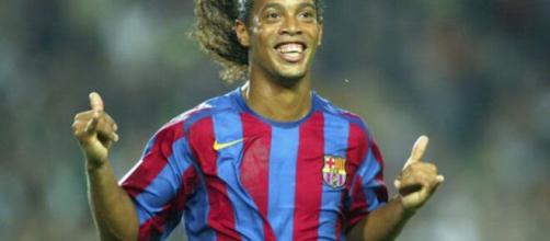 L'ex calciatore Ronaldinho arrestato in Paraguay con un passaporto falso.