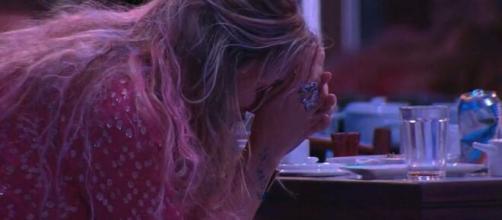 Marcela chora após conversar com Daniel. (Reprodução/TV Globo)
