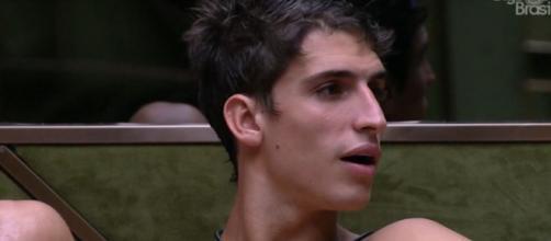 Prior conversa com brothers durante madrugada. (Reprodução/TV Globo)