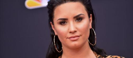Demi Lovato regresa fortalecida a los escenarios musicales.