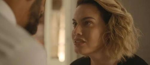 Estela faz acordo com Álvaro em 'Amor de Mãe'. (Reprodução/TV Globo)