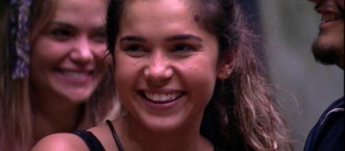Gizelly afirma que Felipe Prior a escolheu por querer ficar perto da sister. (Reprodução/TV Globo)