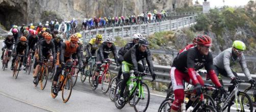 Ciclismo, annullate Tirreno-Adriatico e Milano-Sanremo