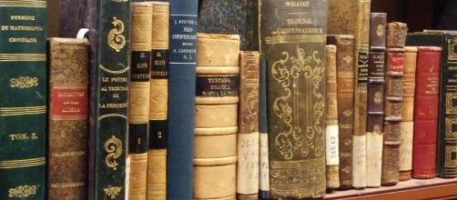 File:Libros de la coleccion.jpg - Wikimedia Commons - wikimedia.org