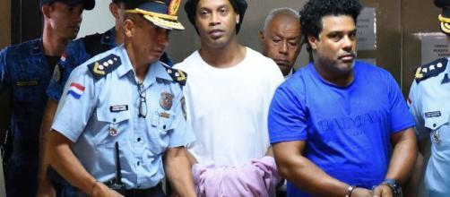 Ronaldinho Gaúcho foi preso no Paraguai por falsificação de documentos. (Arquivo Blasting News)