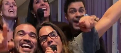 Zezé Di Camargo e família cantam juntos. (Reprodução/Instagram/@zezedicamargo)