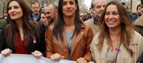 """Ciudadanos abandona la manifestación del 8M entre gritos de """"Fueras fascistas"""""""